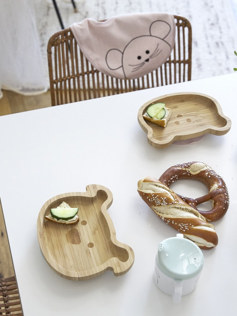 Snack plates made of bamboo